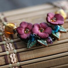 Flowers and leaves made with polymer clay ... just simply beautiful! I really love this!