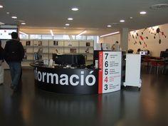 Comptoir de référence - Biblioteca Esquerra de l'Eixample Agusti Centelles, Barcelone, Espagne | par Milieux_documentaires