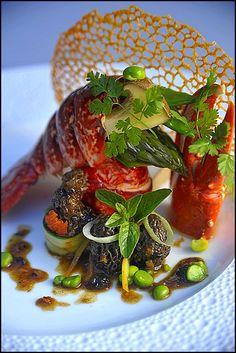 Il faut commencer à s'entraîner pour les fêtes de fin d'année ! ;) (Relais & Châteaux .com) L'art de dresser et présenter une assiette comme un chef de la gastronomie... http://www.facebook.com/VisionsGourmandes Participez également au Club en partageant vos réalisations personnelles… https://www.facebook.com/groups/VisionsGourmandesLeClub/ . > Photo à aimer et à partager ! ;) #gastronomie #gastronomy #chef #presentation #presenter #decorer #plating #recette #food #dressage #