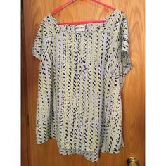 AVA LIV Patterned Short Sleeve Top Great condition. Soft material. Flattering for plus size with darts. Great for the office and going out for dinner!!! AVA LIV Tops Blouses