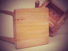 Taburete construido con madera de castaño