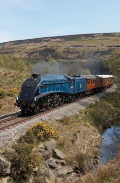 Photograph by phil wright 60009 Sir Nigel Gresley seen on the NYMR fresh from a repaint into BR lined blue livery. Diesel, Old Steam Train, Steam Railway, Bonde, Train Art, British Rail, Old Trains, Train Pictures, Train Engines