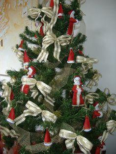 Arvore de natal decorada com detalhes em feltro - Castorina