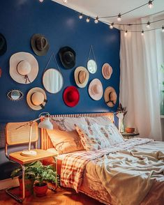 """Wnętrzności - wnętrza i życie na Instagramie: """"Dzień dobry, a właściwie - dobranoc! Szyby zaszronione, nie ma co wstawać, zostajemy i Wam też tak proponujemy! 😴🥱 #wnetrznosci #sypialnia…"""" Girl House, Table Settings, Instagram, Home Decor, House, Decoration Home, Room Decor, Place Settings, Home Interior Design"""