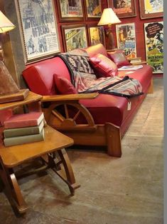 French Country Furniture, Western Furniture, Rustic Furniture, Vintage Furniture, Vintage Western Decor, Vintage Tv, Vintage Items, Western Rooms, Western Bedding
