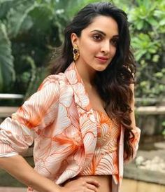 Sizzling Kiara Advani Recent Images Indian Actress Photos, Indian Bollywood Actress, Bollywood Girls, Beautiful Bollywood Actress, Most Beautiful Indian Actress, Beautiful Actresses, Indian Actresses, Bollywood Stars, Indian Celebrities