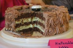 Mint-Chocolate Cake - Think I'll do this for the graduation party. Mint Chocolate, Chocolate Cake, Dessert Recipes, Desserts, Tiramisu, Bbq, Food And Drink, Ethnic Recipes, Celebration