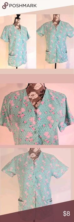 "UA Scrubs Uniform Top Scrub Women's Size Small UA Scrubs Uniform Top  Women's Size Small  Pink Palm Trees and Flowers on Mint Green  2 Pockets  Approx Meas: ?Armpit to Armpit 20"" / Length 27""  SMOKE FREE HOME UA Tops"