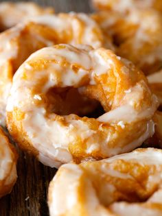 French Crullers are so airy and light, which makes them the perfect breakfast or afternoon treat. Enjoy these Crullers in 30 minutes or less (can be fried or baked) French Cruller Recipe, Churros, Donut Recipes, Cooking Recipes, Breakfast Recipes, Dessert Recipes, Brunch Recipes, Dessert Blog, Cookies