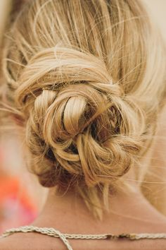 Messy updo for beach parties and summer nights Braided Hairstyles Updo, Up Hairstyles, Wedding Hairstyles, Good Hair Day, Great Hair, Beautiful Long Hair, Gorgeous Hair, Beautiful Boys, Geisha Hair