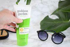 Wist je dat veel zonnebrandcrèmes chemische filters bevatten die eigenlijk helemaal niet zo goed zijn voor jouw huid en de natuur? Ik testte de natuurlijke zonnebrand van Goddess Garden.  https://www.blackbirdsandcakes.nl/2017/07/01/natuurlijke-zonnebrand-godess-garden/ #vegan #goddessgarden #suncare