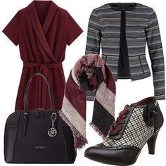 Ecco un classico autunnale adatto a ogni contesto: vestito a portafoglio bordeaux, francesina nera pied de poule con lacci bordeaux, giacchino, borsa e sciarpa abbinati.