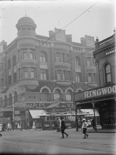 Northwest corner of Chapel and High Streets, Prahran, 1910. Photograph from State Library Victoria.