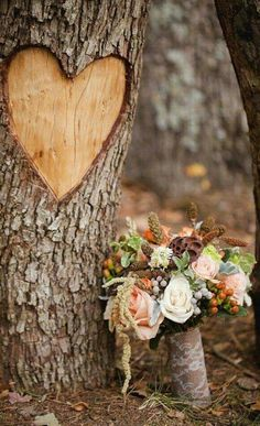 What's a rustic wedding without the elements of nature? Do you want to host a memorable rustic wedding? See great rustic wedding ideas. Perfect Wedding, Our Wedding, Dream Wedding, Wedding Bouquets, Wedding Flowers, Outdoor Wedding Decorations, Autumn Wedding, Belle Photo, Wedding Planning