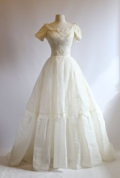 Vintage 1950s Cahill Wedding Dress ~ Vintage 50s William Cahill Eyelet Wedding Dress ~ Vintage Cahill Bridal Gown by xtabayvintage on Etsy
