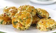 Maydanoz, dereotu, taze soğan  ve kaşar peyniri ile hazırlanan tuzlu kurabiye tarifi.