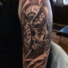 Seleção das melhores tatuagens de corujas para o sexo masculino e feminino. Desenhos no estilo geométrico, tribal, realista, colorida e sombreado. Tattoos de corujas na perna, braço, antebraço, coxa e costas. Somente as mais lindas!