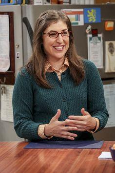 "The Big Bang Theory: Episode ""The Cohabitation Experimentation"" Promotional Photos Big Bang Theory Series, Big Bang Theory Episodes, The Big Band Theory, Howard And Bernadette, Big Beng, Blossom Tv Show, Chuck Lorre, Amy Farrah Fowler, Eyewear"