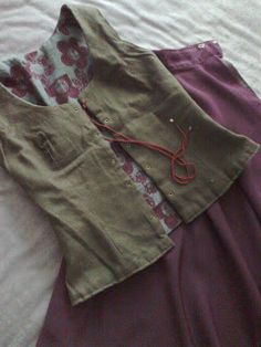 Eusjandi: CORPIÑO REVERSIBLE (confección tradicional) Hobbit Costume, Dottie Angel, Granny Chic, The Hobbit, Casual Shorts, Textiles, Costumes, Fashion Outfits, My Style