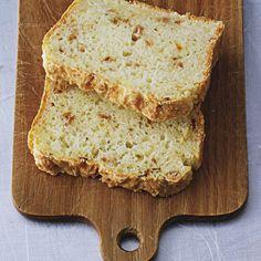 Dieses helle Brot kommt nach nur 40 Minuten fertig gebacken auf den Tisch. Perfekt, wenn sich überraschender Besuch einstellt.