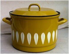 Örtlich Essgeschirr Modern Vintage Enamelware, Vintage Kitchenware, Vintage Ceramic, 70s Kitchen, Retro Kitchens, Kitchen Stuff, Retro Vintage, Vintage Items, Enamel Ware