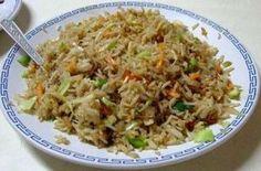 Il riso cantonese (炒飯) è un tipico piatto appartenente alla cucina cinese. È una delle ricette cinesi maggiormente conosciute ed apprezzate, insieme agli involtini primavera. Immancabile in ogni pranzo o cena cinese, è preparato con prosciutto, frittata a pezzettini, piselli, a volte accompagnati da mais, gamberetti, peperoni ed altre verdure. Nella ricetta classica, viene usato […]
