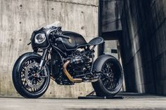 Fernando Lessa: BMW Nine T Rough Crafts Bavarian Fistfighter . Bmw Cafe Racer, Inazuma Cafe Racer, Custom Cafe Racer, Cafe Racer Motorcycle, Motorcycle Design, Bike Design, Cafe Racers, Brat Bike, Women Motorcycle
