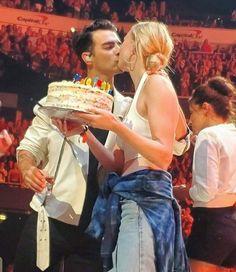 Sophie Turner Joe Jonas, Nick Jonas, Cute Celebrity Couples, Celebrity Babies, Las Vegas, Skai Jackson, Bonnie Wright, Birthday Songs, Brenda Song