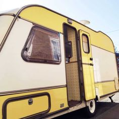 Caravan Paint, Diy Caravan, Caravan Ideas, Caravan Decor, Airstream, Caravan Renovation Before And After, Outside Paint, Pintura Exterior, Rv Financing