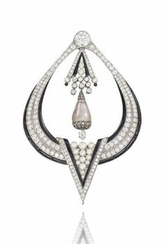 AN ART DECO DIAMOND, PEARL AND ONYX BROOCH
