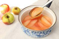 BLW-Rezept für Apfelkompott ohne Zucker auf babyspeck.at, Babyrezept Apfelkompott für Babys ab 6 Monaten, Baby led weaning zuckerfreies Kompott für Babys