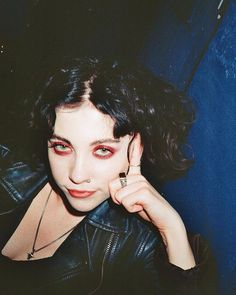 selected pictures of my favorite female artists & female fronted bands Aesthetic People, Goth Aesthetic, Aesthetic Makeup, Makeup Inspo, Makeup Inspiration, Character Inspiration, Pale Waves, Mode Punk, Vampire