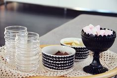Marimekko mari bowls socks rolled down glasses and siirtolapuutarha bowls, coordinate with ease. Marimekko, Scandinavian Design, Finland, Home Accessories, Kitchen Dining, Sweet Home, Table Settings, Decor Ideas, House Design
