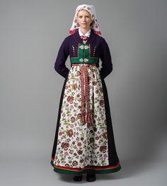 Mønsteret forkle Viking Clothing, Folk Clothing, Folk Costume, Costumes, Spring Outfits Women, Traditional Dresses, Bridal Dresses, Dame, High Waisted Skirt