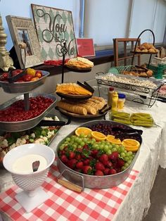 48 Ideas For Wedding Food Buffet Bbq Appetizers Diy Wedding Buffet, Wedding Reception Food, Wedding Catering, Wedding Ideas, Bbq Appetizers, Wedding Appetizers, Wedding Appetizer Table, Appetizer Table Display, Party Trays