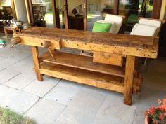 Banco da falegname utilizzato come tavolo da pranzo in veranda