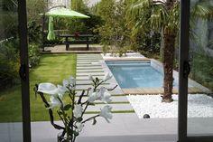 Idee für die Gestaltung eines Reihenhausgartens mit kleinem Pool