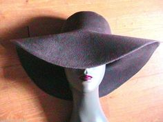 FRENCH 1970s WOMAN BOHEMIAN WIDE BRIM FLOPPY HAT -GRAY FELT -MADE IN FRANCE- NEW