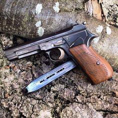 Sweet shot of this #Unicorn for #SIGSaturday via @spuhr --- #SIG #SIGSAUER #OrigionalSIG #WhenitCounts #SIGFan #SIGLife #Instaguns #guns #gunporn #Pistol