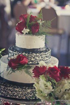 I love the cake design!