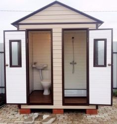 Outdoor Pool Bathroom, Outdoor Toilet, Outdoor Baths, Pool House Bathroom, Outside Showers, Outdoor Showers, Outside Toilet, Outhouse Bathroom, Rustic Toilets