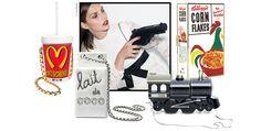 Entre références pop, détournements ludiques et mix & match de slogans et logos, l'automne-hiver 2014-2015 voit ses accessoires flirter avec le trompe-l'œil. La preuve en 1