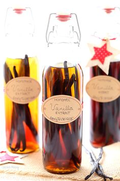 Learn how to make your own vanilla extract! Homemade extract makes the perfect Christmas gift for your favorite bakers.