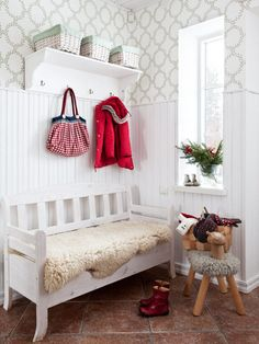 Hall with great wallpaper - Anna Truelsen inredningsstylist