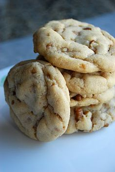 Lovin' From the Oven: Pecan Toffee Cookies - These cookies are delicious and freeze well...discovered a container of them in the freezer from two months ago, and they are as yummy as the day I baked them...will make them for our Christmas party 2013.