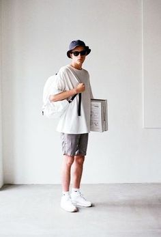 Bucket Hat, Shades, White Backpack, Grey Shorts And Triple White Air Max Fashion Guys, Korean Fashion Men, Mens Fashion, Fashion Moda, Moda Hipster, Outfits With Hats, Lookbook, Mens Clothing Styles, Minimalist Fashion