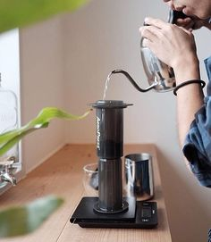 Inverted AeroPress coffee absolute perfection Tips Online Shop Aero Link in Bio Starter Bundles in Stock! Coffee Type, I Love Coffee, Coffee Art, Coffee Shop, Coffee Maker, Coffee Photos, Coffee Pictures, Barista, Food Business Ideas