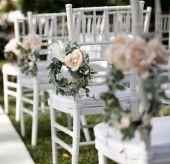 Najem elegantnih stolov za poroko.                             Stoli so izdelani iz bele lahke kovine in imajo blazinico.                             Primerni so za civilni in cerkveni obred, za poroko na prostem, za poroko v šotoru, za poročna slavja ...                             Najem elegantnih belih stolov za poroko.                             Stoli so izdelani iz bele lahke kovine in imajo blazinico. Primerni so za civilni in cerkveni obred, za poroko na prostem, za poroko v…