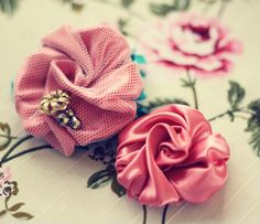 fabric flower tutorials to die for!!