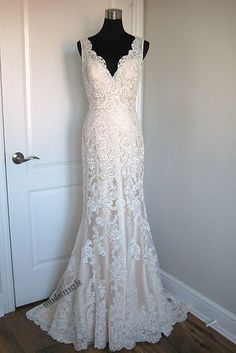 Classic High Quality Mermaid Lace V-neck Wedding Dress,Mermaid V-back Lace Bridal Dress